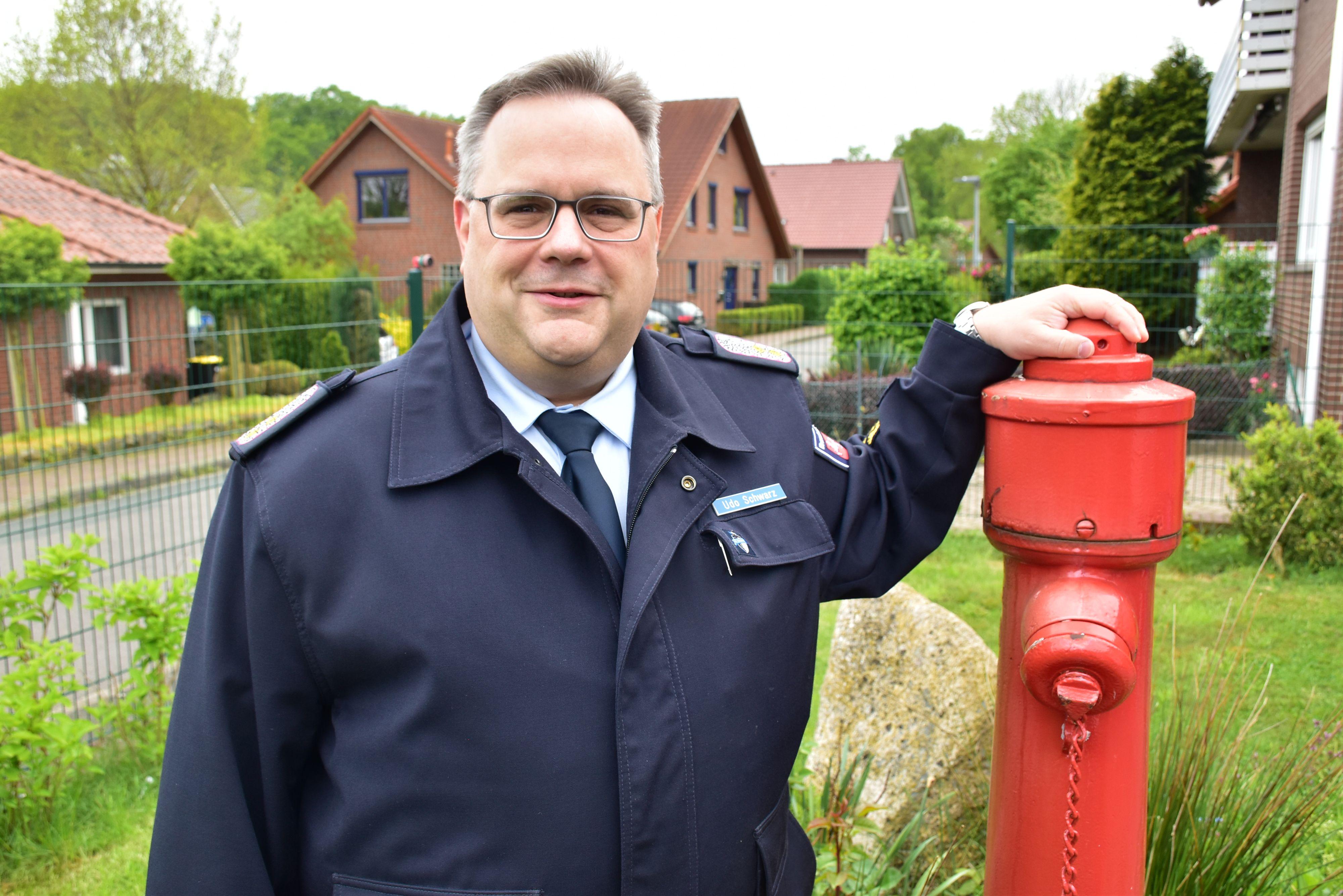 Alles im Griff: Udo Schwarz steht seit Anfang Mai an der Spitze des Oldenburgischen Feuerwehrverbandes. Der Regierungsbrandmeister war zuvor stellvertretender Vorsitzender. Foto: Lammert