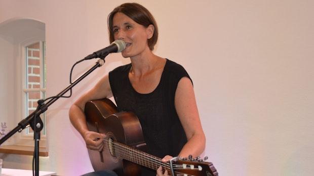 Sängerin Sandra Otte begeistert in der Lastruper Kulturscheune