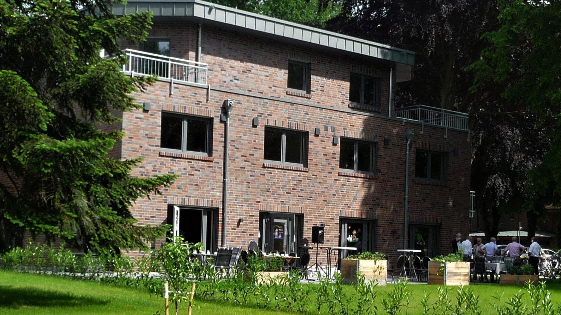 Das neue Seniorenzentrum in Gehlenberg wurde am Freitagabend eingeweiht. Es verfügt über eine Tagespflege mit 18 Plätzen, eine betreute ambulante Wohngemeinschaft und 5 Wohnungen für betreutes Wohnen. Foto: Funke