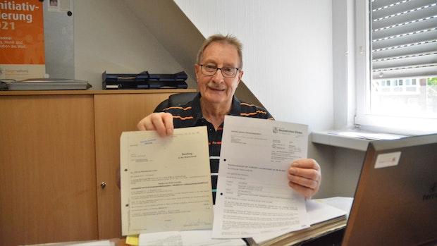 Ausgeben, auszählen, aufschreiben: Seit 50 Jahren ist Heiner Pohlmann im Wahlvorstand