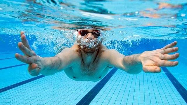 Rückkehr ins Wasser: Einige Leistungsschwimmer des Cloppenburger SV dürfen am heutigen Mittwoch erstmals nach der rund anderthalbjährigen Corona-Zwangspause wieder trainieren. Foto: Picture Alliance/DPA/Uli Deck