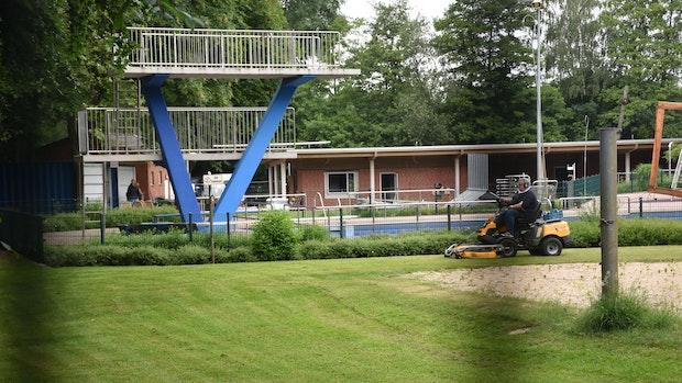 Saisonstart Mitte Juli: Warum das Freibad in Steinfeld nicht früher öffnet