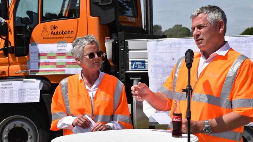 Geben den Takt vor: Elfriede Sauerwein-Braksiek (links) und Stephan Krenz von der Autobahn GmbH des Bundes. Foto: Berg