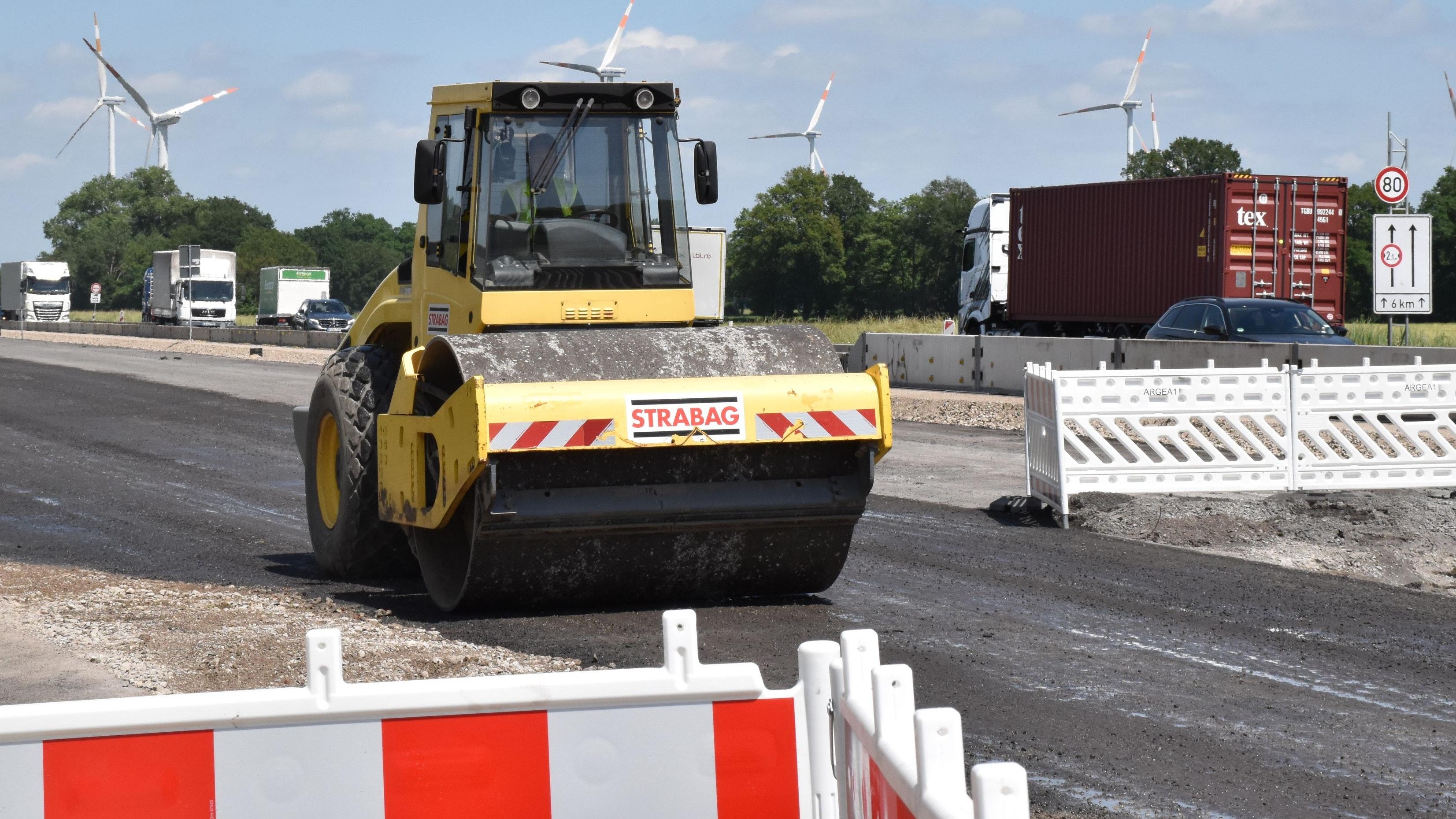 Ins Rollen gekommen ist der sechsspurige Ausbau der Autobahn 1 im Oldenburger Münsterland. Foto: Berg