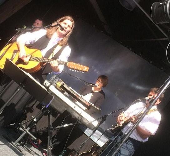 Ein Steinfelder als Frontmann: David Beavan und seine Band Friends for Friends treten am 2. Juli im Meyerhof in der Lohner Innenstadt auf. Foto: Beavan