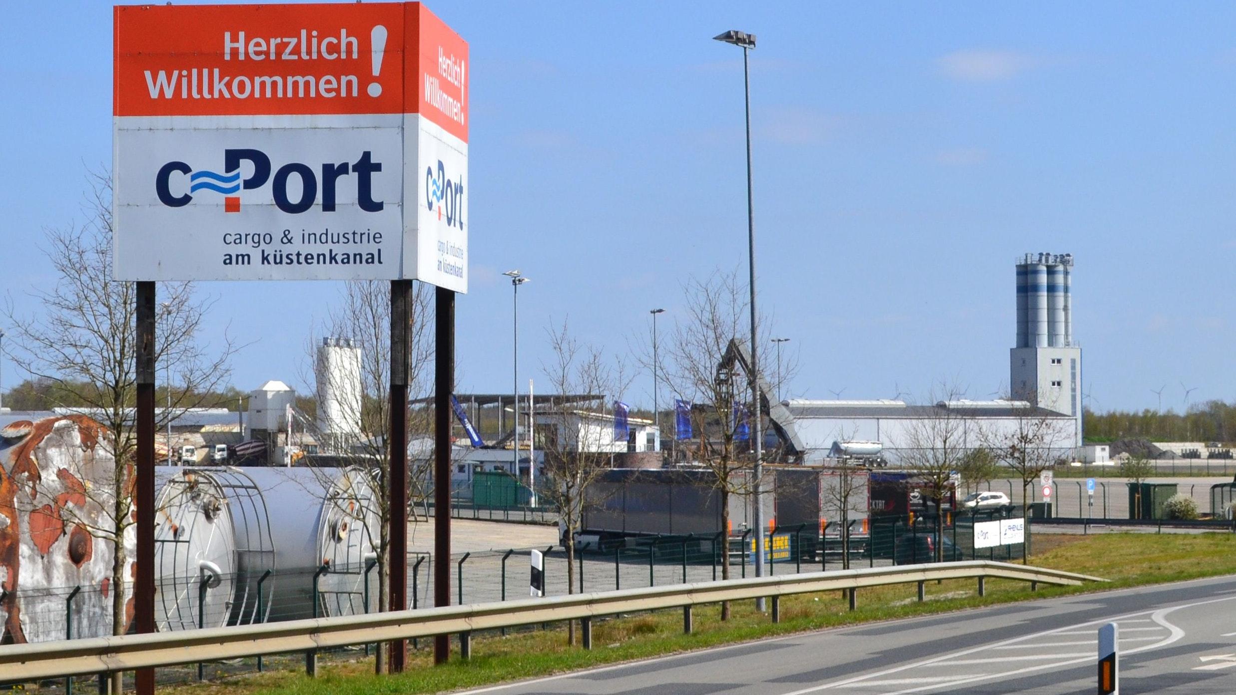 Klagen geplant: Gegen die am C-Port entstehenden Anlagen zur Mist- und Gülleverarbeitung will der neue Verein vorgehen. Foto: Stix