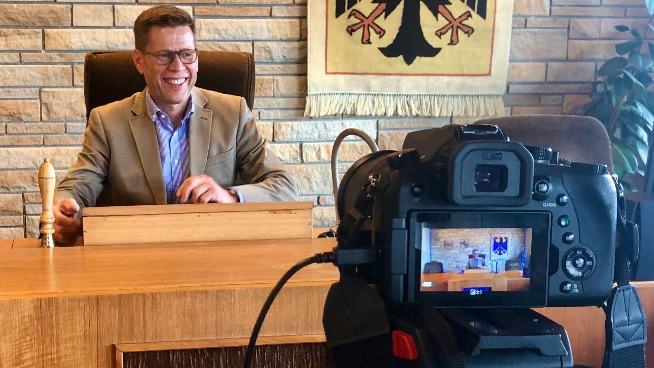 Wegen der Corona-Einschränkungen bietet Bürgermeister Willen heute ab 18.30 Uhr eine virtuelle Sprechstunde auf YouTube an. Foto: Stadt