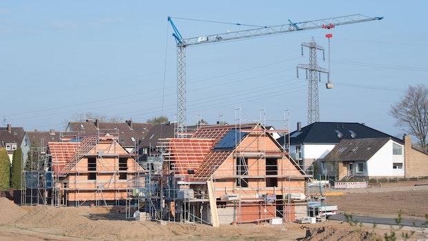 Die Preise für Baumaterial explodieren: Kippen jetzt die Neubaufinanzierungen?
