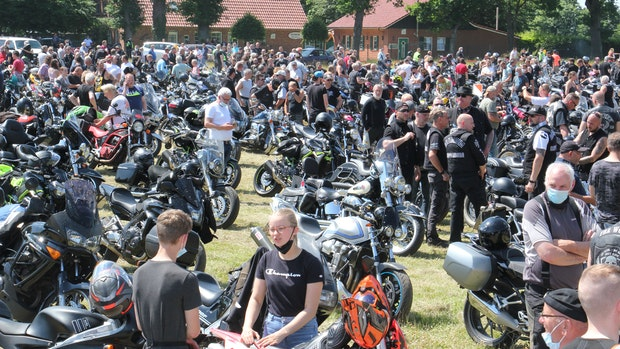 Mehr als 7000 Teilnehmer bei Biker-Demo in Vechta