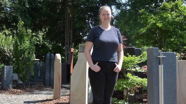 Steine klopfen für die Ewigkeit in Vörden: Ann-Katrin Wernke wird Steinmetzin