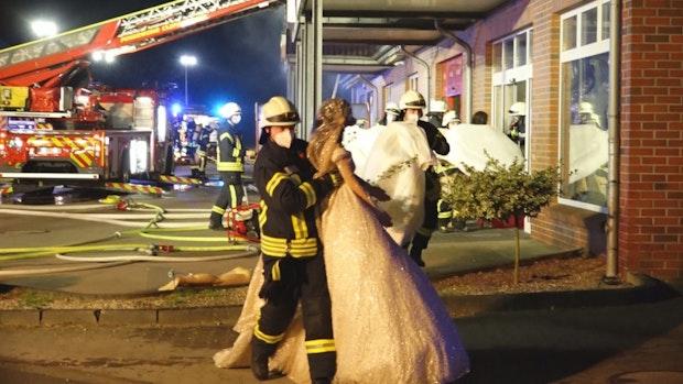 Feuerwehr rettet Brautkleider vor den Flammen