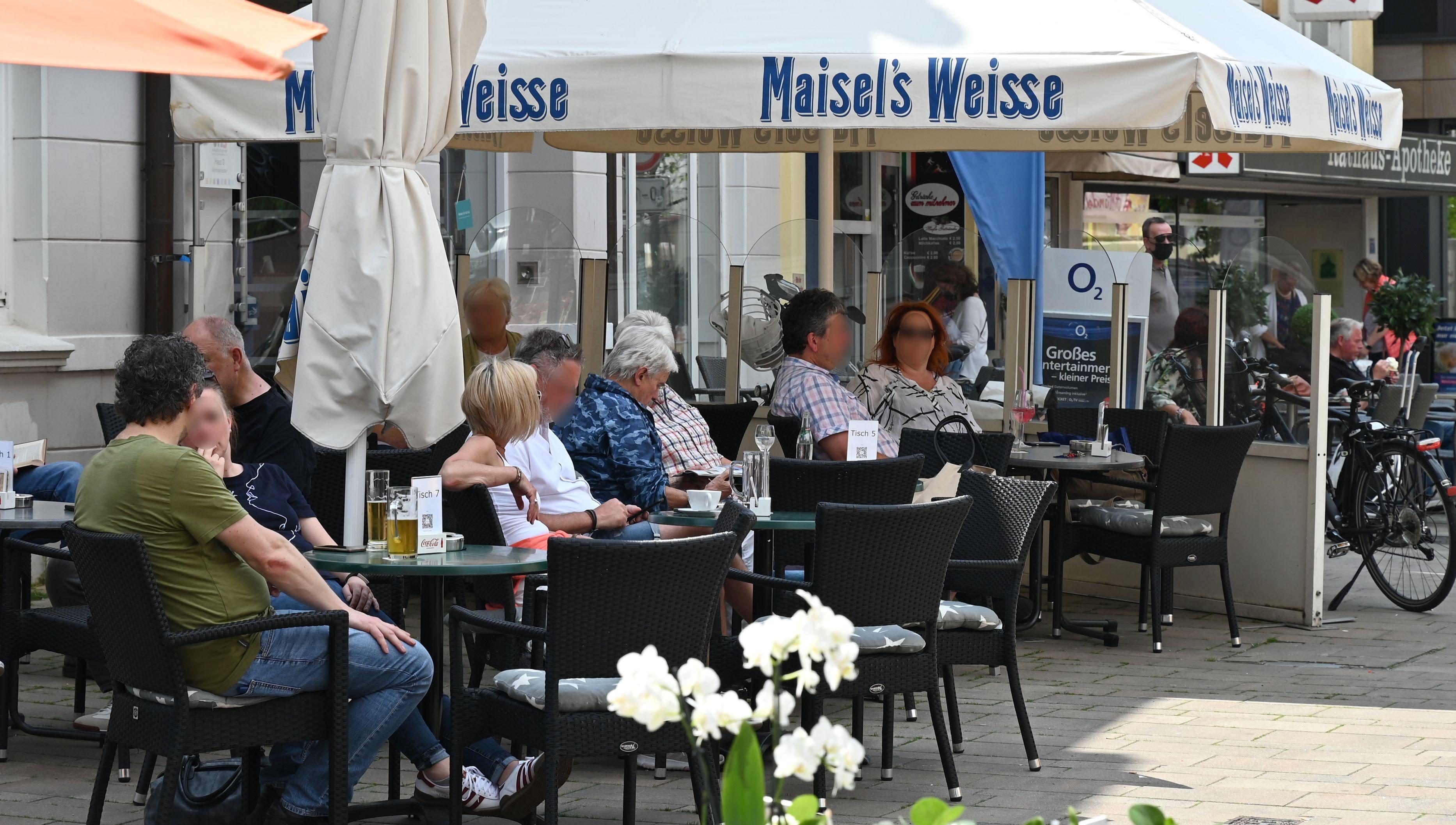 Die Außengastronomie in Cloppenburg war in dieser Woche schon gut besetzt. Foto: Hermes