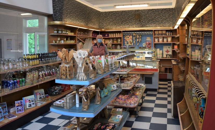 Der Tante-Frieda-Laden ist Teil der Ausstellung. Die Einrichtung ist original. Foto: Hahn