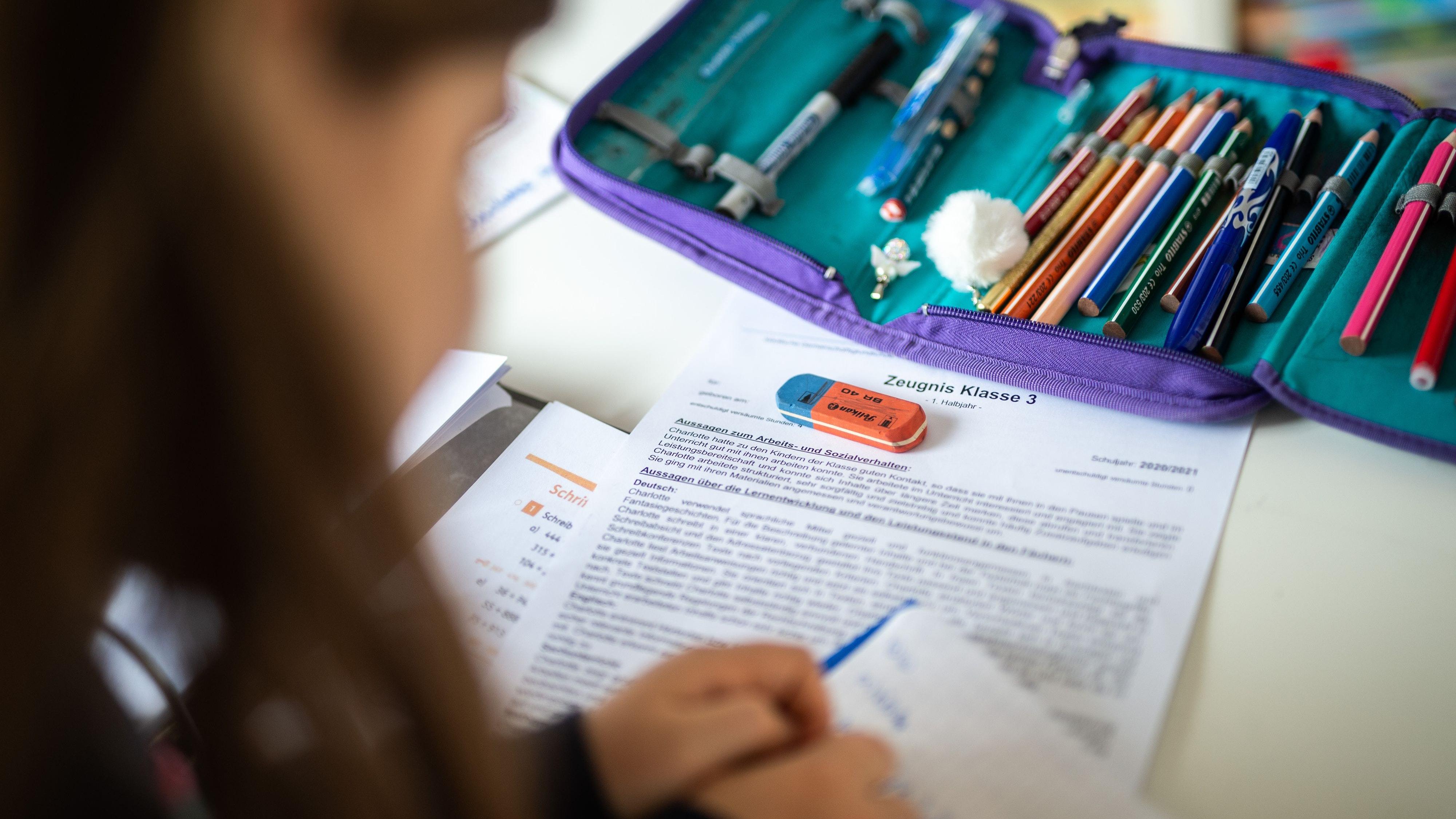 Schule statt Sommerferien: Die Stadt Lohne hat gemeinsam mit dem Ludgerus-Werk einen Plan entwickelt, wie Grundschüler die Lerndefizite aus etwa 1,5 Jahren Corona-Pandemie aufholen sollen. Foto: dpa