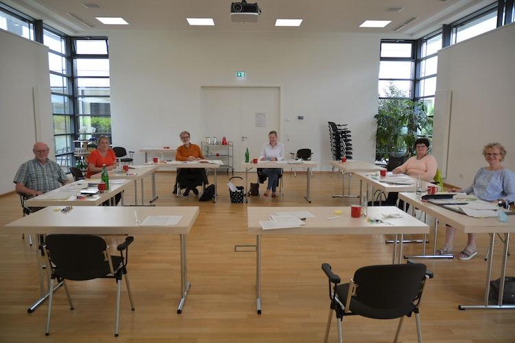 Die Jury wählt Rezepte aus. Von links: Ulrich Taphorn, Sabrina Schmidt, Reinhard Bockhorst, Heike Wolke, Hiltrud Voßmann,Adelheid Hellebusch, es fehltRoland Keller Foto: E.Wenzel