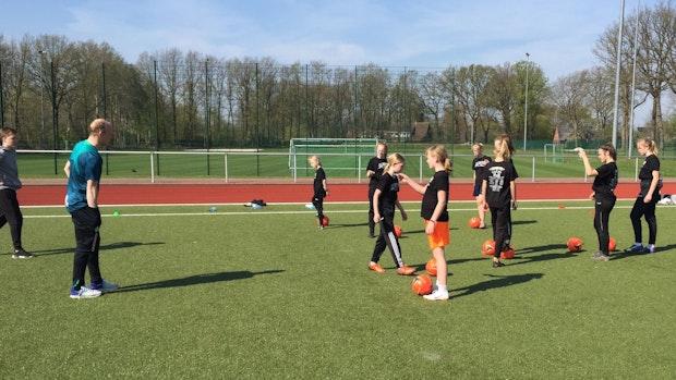 Kicken wie die Profis: Werder-Trainer machen Lastrups Kinder fußballfit