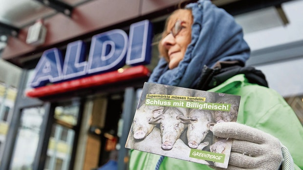 Nur das Tierwohl zählt: Aldi verspricht Verbrauchern gutes Gewissen