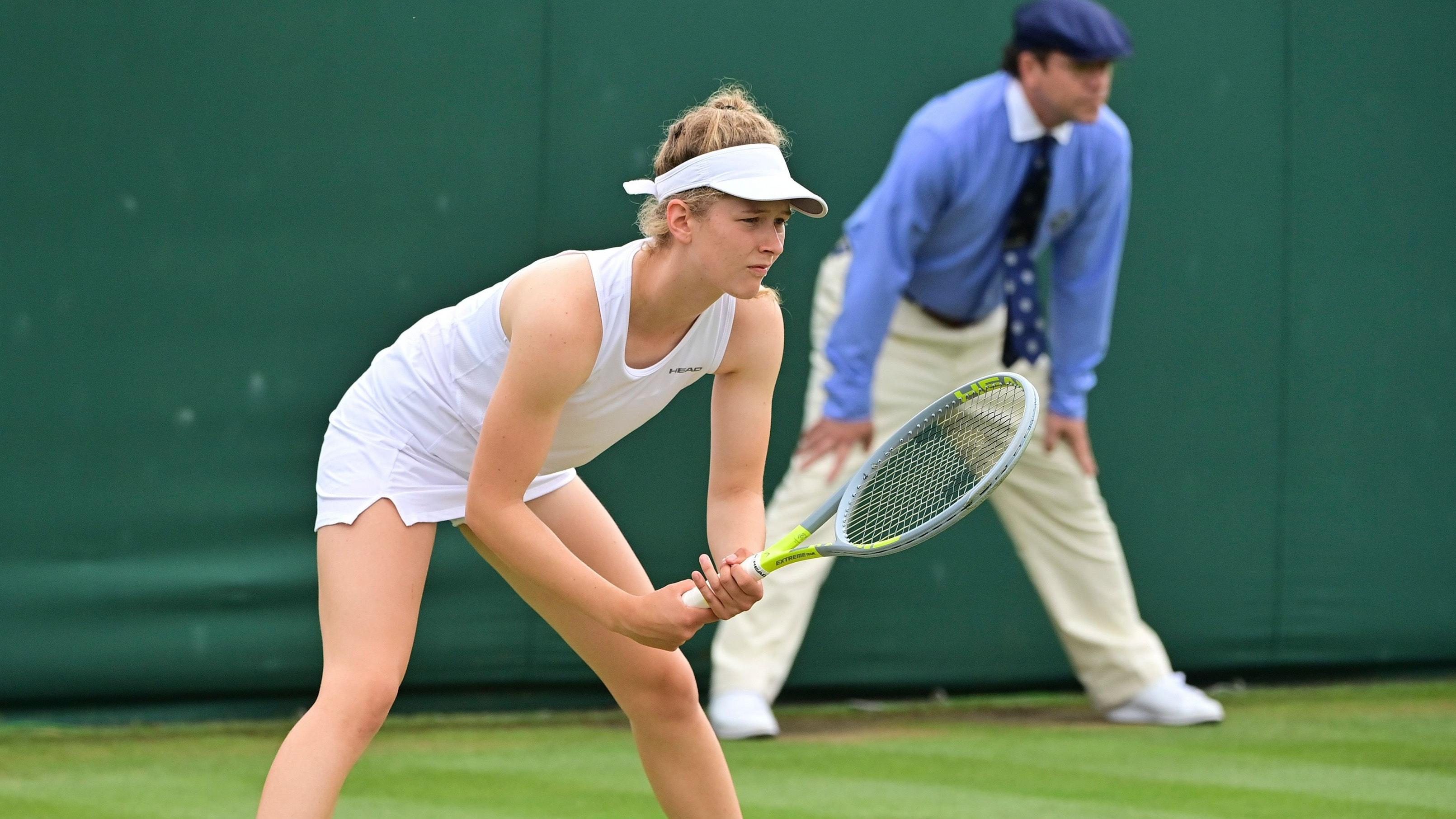 Warten auf den Aufschlag: Julia Middendorf in Wimbledon. Foto: Jürgen Hasenkopf