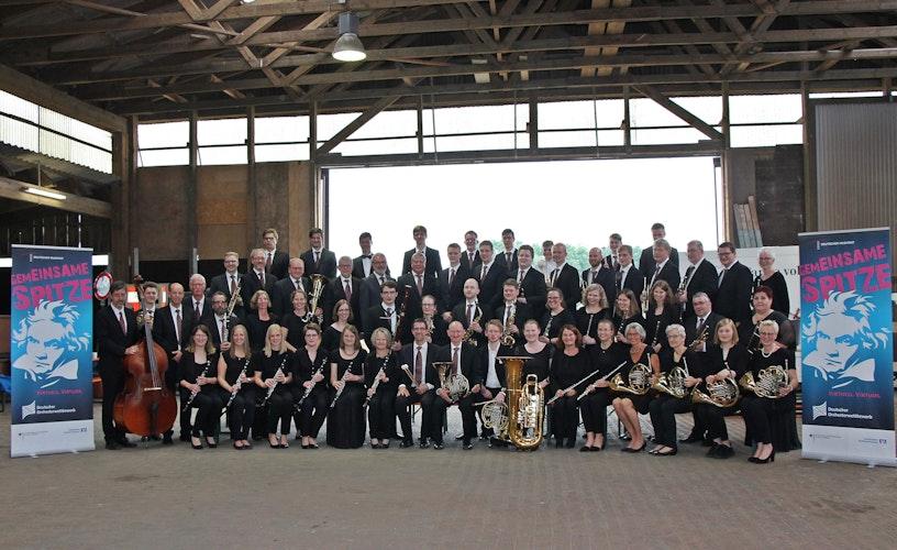 Wartet gespannt auf das Ergebnis: Der Instrumental Musikverein Neuenkirchen. Foto: Oevermann