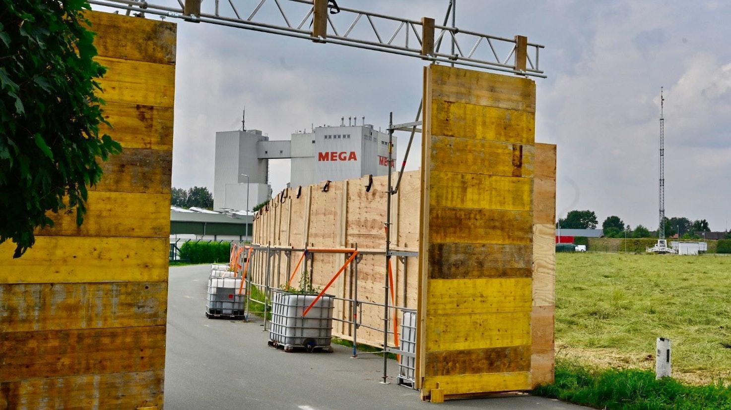 Das Schleusentor ist noch geöffnet: Der PHW-Konzern mit der Mega-Mühle in Rechterfeld am Samstag. Foto: M. Niehues