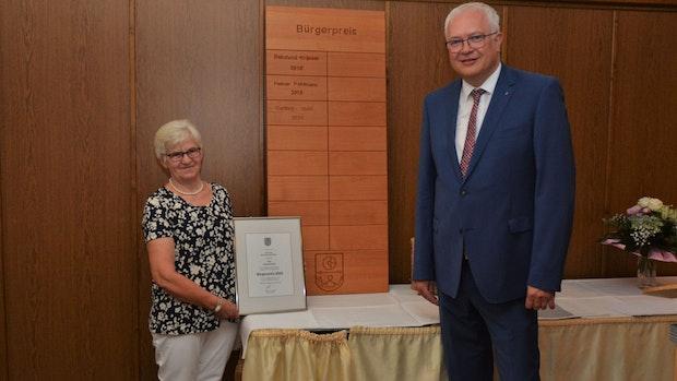 Gertrud Stahl aus Vörden trägt den Bürgerpreis 2020