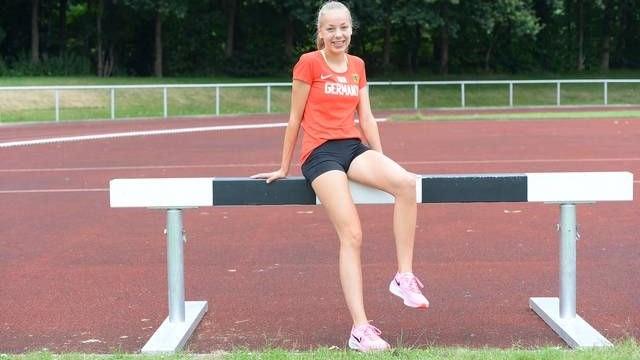 Vorfreude auf die internationale Premiere: Läuferin Carolin Hinrichs vom VfL Löningen startet bei der U20-Europameisterschaft im estländischen Tallinn. Foto: Langosch