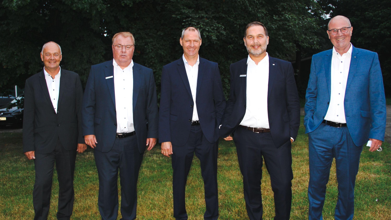 Zufrieden: Die Mitglieder von Vorstand und Aufsichtsrat: Thomas Hülskamp (von links), Andreas Frye, Rainer Geese, Stefan Awick und Dr. Ewald Oltmann. Foto: Focken/Volksbank