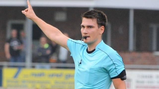 Nach oben: Der 24 Jahre alte Fußball-Schiedsrichter Hannes Hettwer vom SV Bethen rückt zur Saison 2021/22 in den B-Kader auf. Foto: Til Bettenstaedt