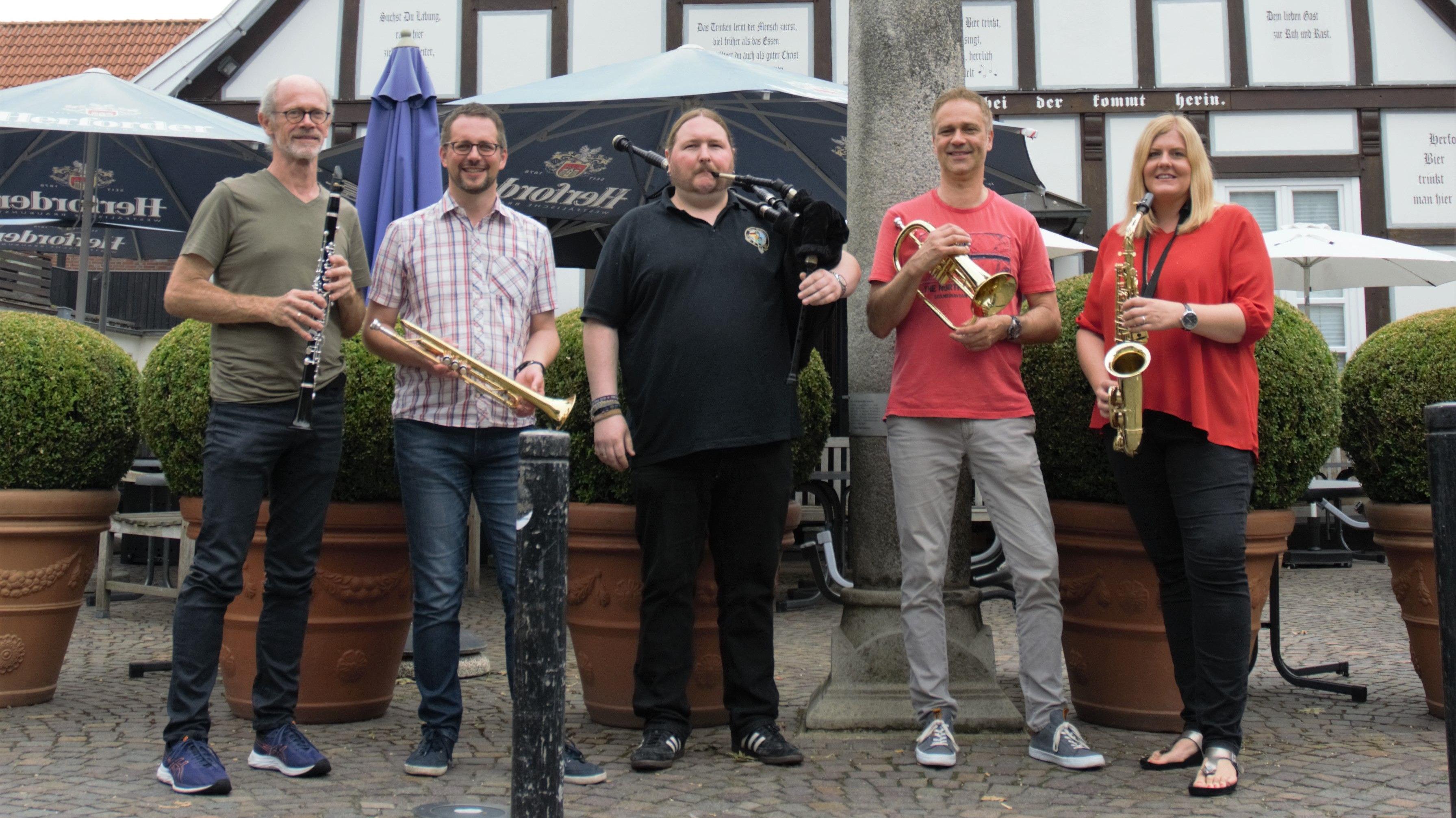 Freuen sich auf die Aktion: Rainer Wördemann, Gabriel Isenberg,Pascal Rolfes, Thomas Aldenhoff,Eva Maria Deutschländer. Foto: E. Wenzel