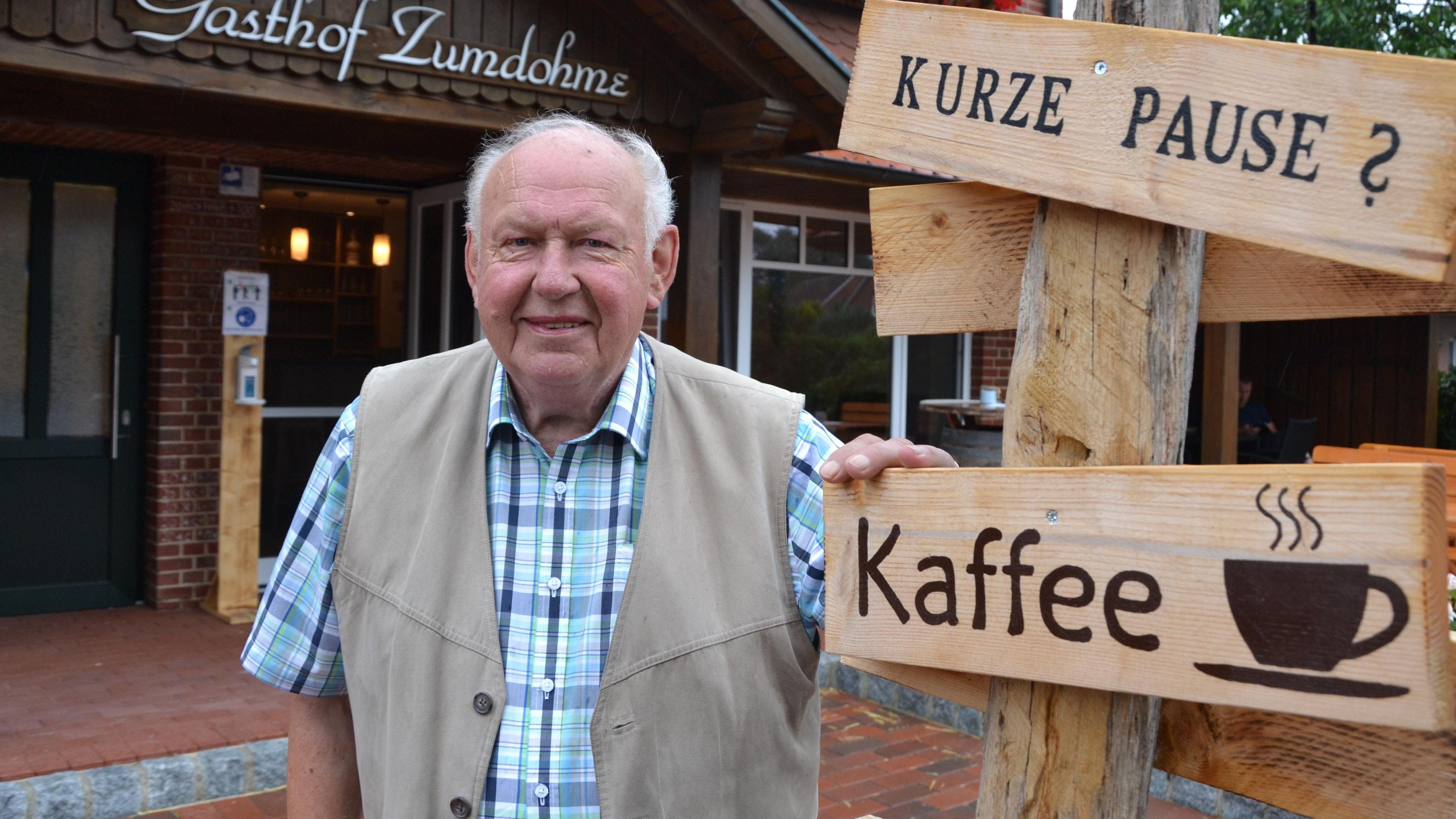 Gönnt sich eine Pause: Heinz Zumdohme hat seinen Gasthof in Suhle aufgegeben und darin ein Selbstbedienungscafé eingerichtet. Foto: G. Meyer