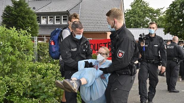 """Fazit der Polizei: Der Einsatz war """"sehr herausfordernd und schwierig"""""""