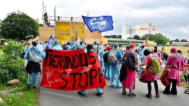 Demonstranten legen PHW-Konzern-Zentrale lahm