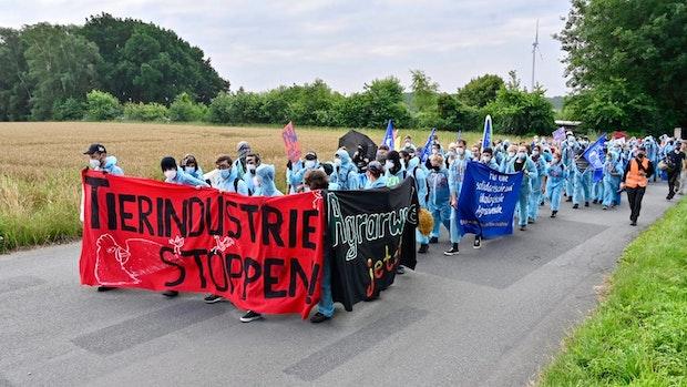 Protestler starten Mahnwache vor PHW-Zentrale und Demo bei Einen