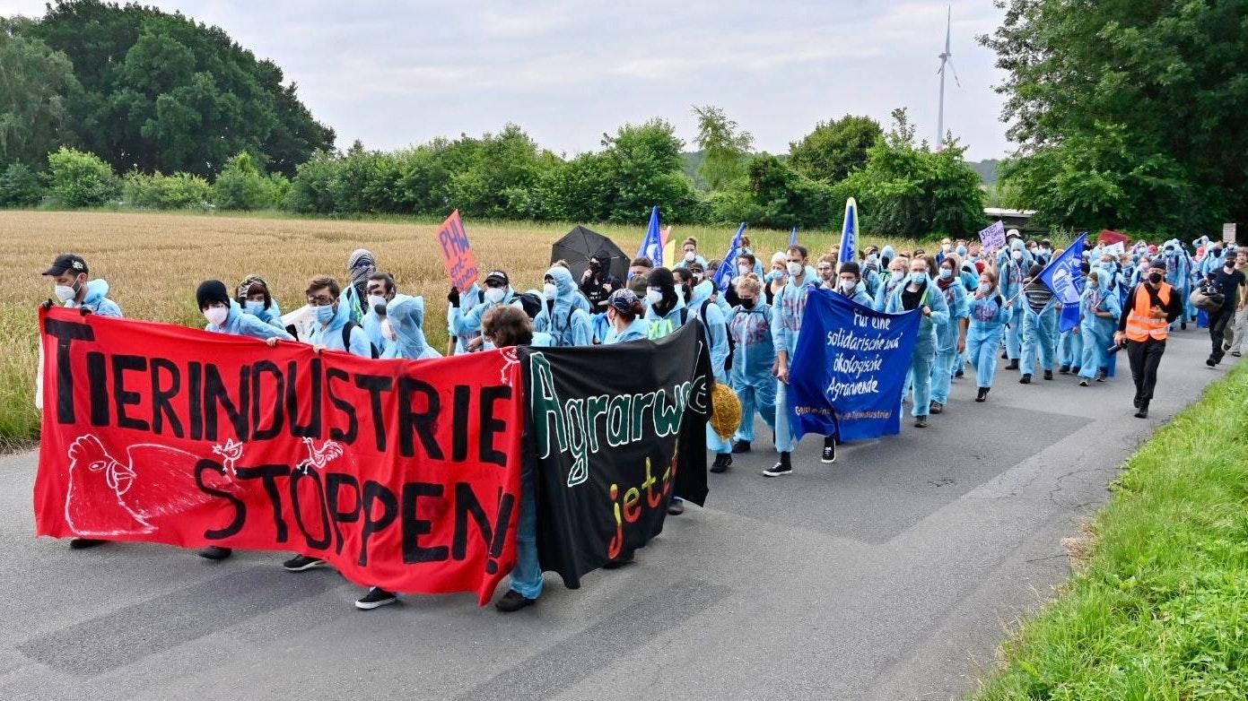 Spontane Demonstration vom Protestcamp in Richtung Einen. Foto: M. Niehues