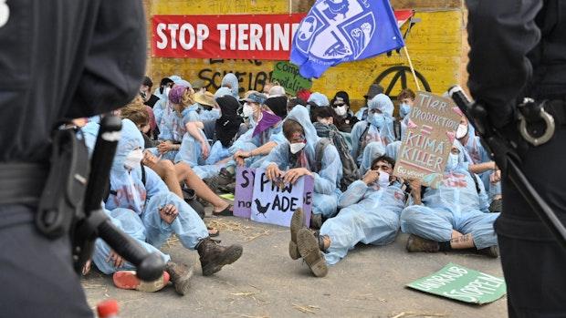 Verhindert Polizeikontrolle Demo bei Wiesenhof in Lohne?
