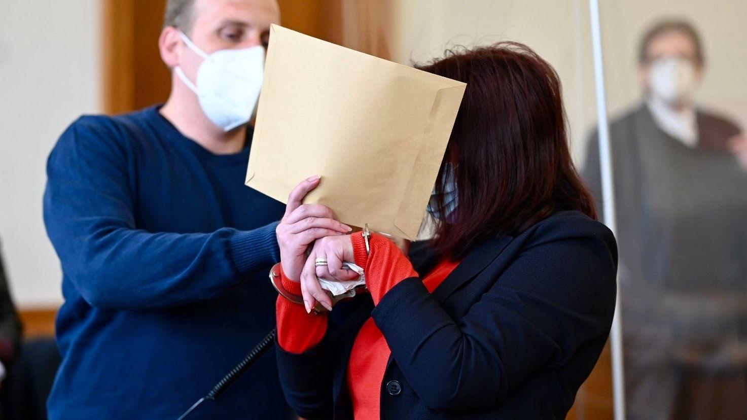 Schuldig gesprochen: die angeklagte Ehefrau vor Gericht. Archivfoto: M. Niehues