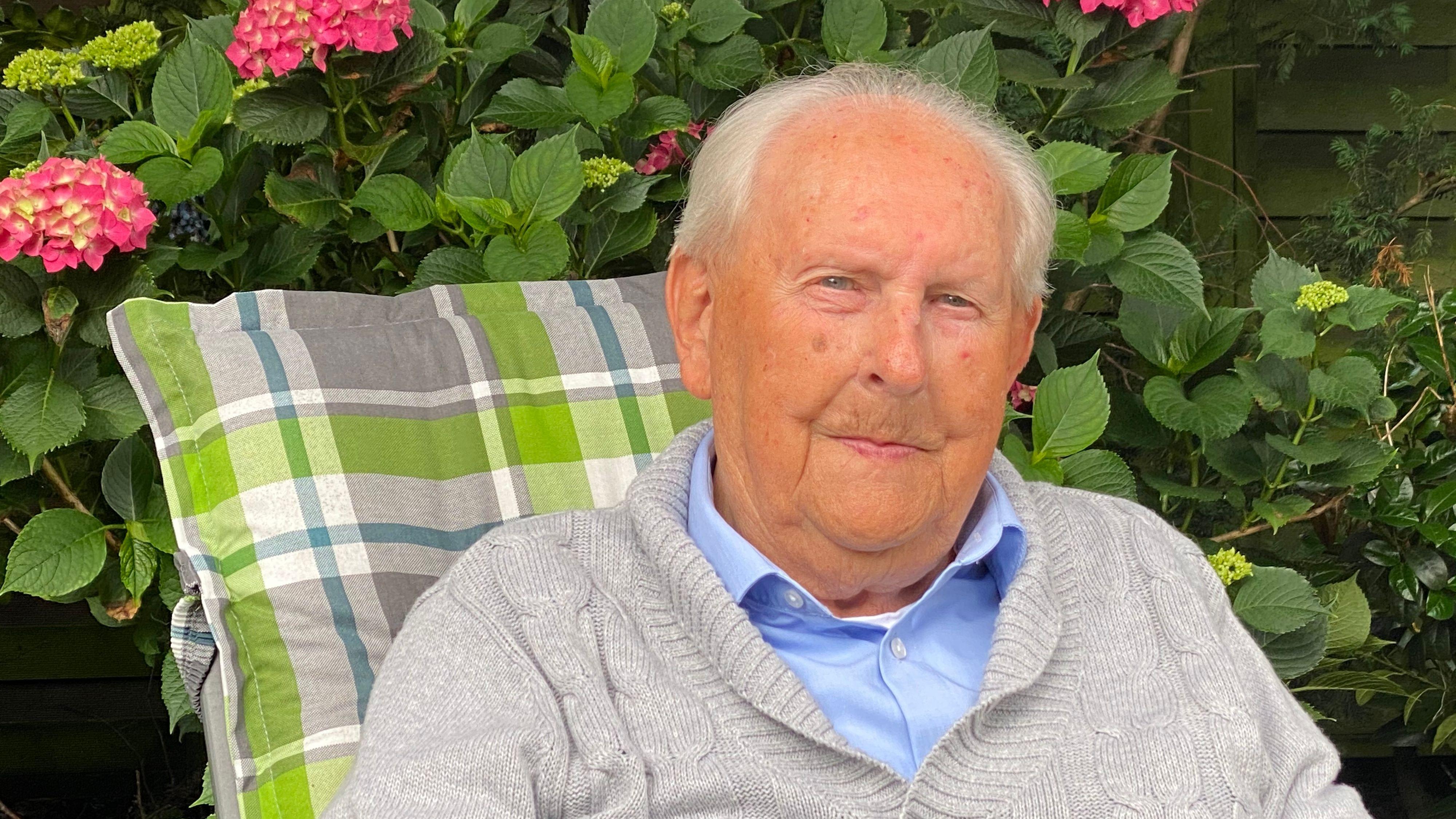 Feiert seinen 100.: Alfons große Holthaus aus Friesoythe. Foto: Claudia Wimberg