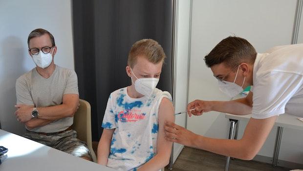 530 Kinder und Jugendliche erhalten Erstimpfung