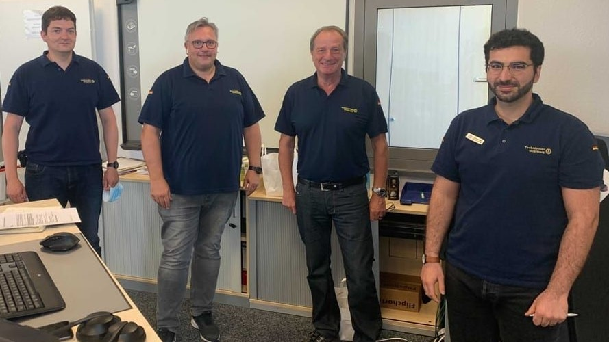 Im Dauereinsatz (von links): Frank Lüllmann mit Ralf Daniel (stellvertretender Leiter VOST), Gerd Friedsam (THW-Präsident) und Ramian Fathi (Leiter VOST). Foto: privat