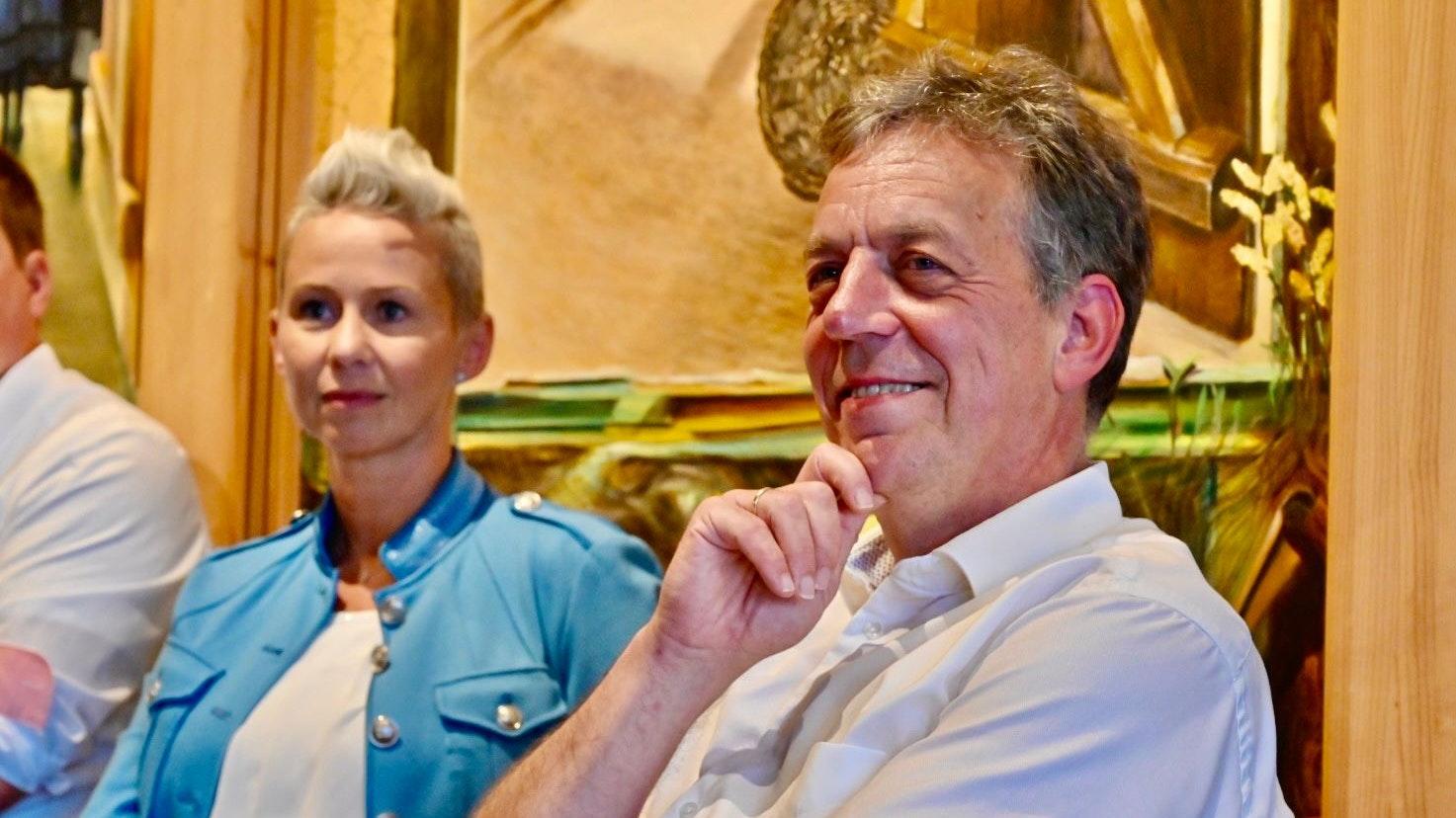 Diskutieren beide über Wolfspolitik: Silvia Breher und Helmut Dammann-Tamke. Foto: M. Niehues