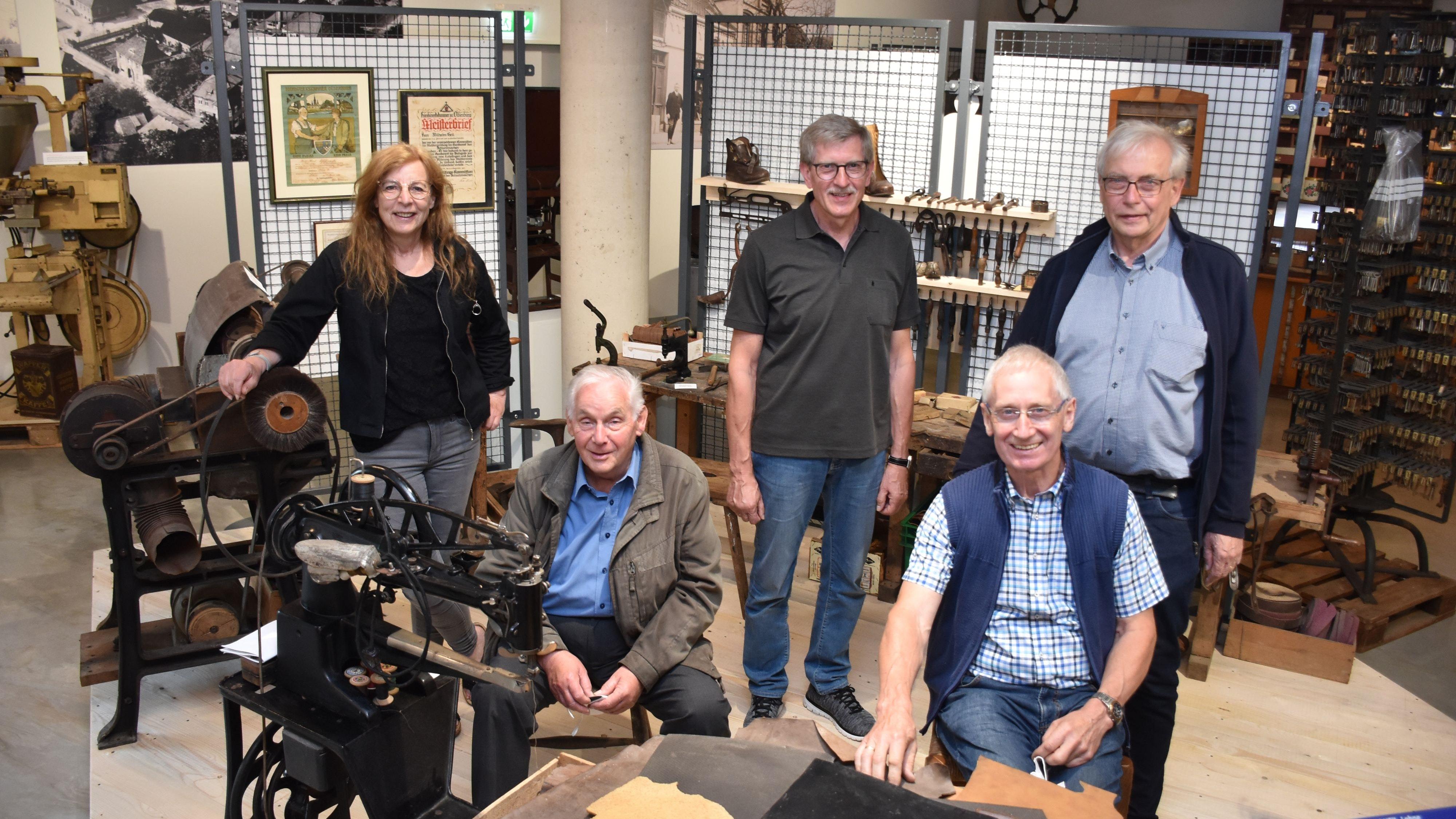 Neue Schau in neuer Umgebung: (von links) Ulrike Hagemeier, Walter Heil, Alfred Borgerding, Josef Quatmann und Benno Dräger. Foto: Timphaus