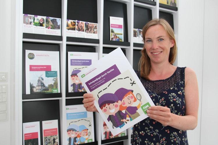 Schöner Zeitvertreib in den Ferien:Tourismusexpertin Katharina Bornhorn lädt Kinder zur Schnipseljagd ein. Foto: Speckmann