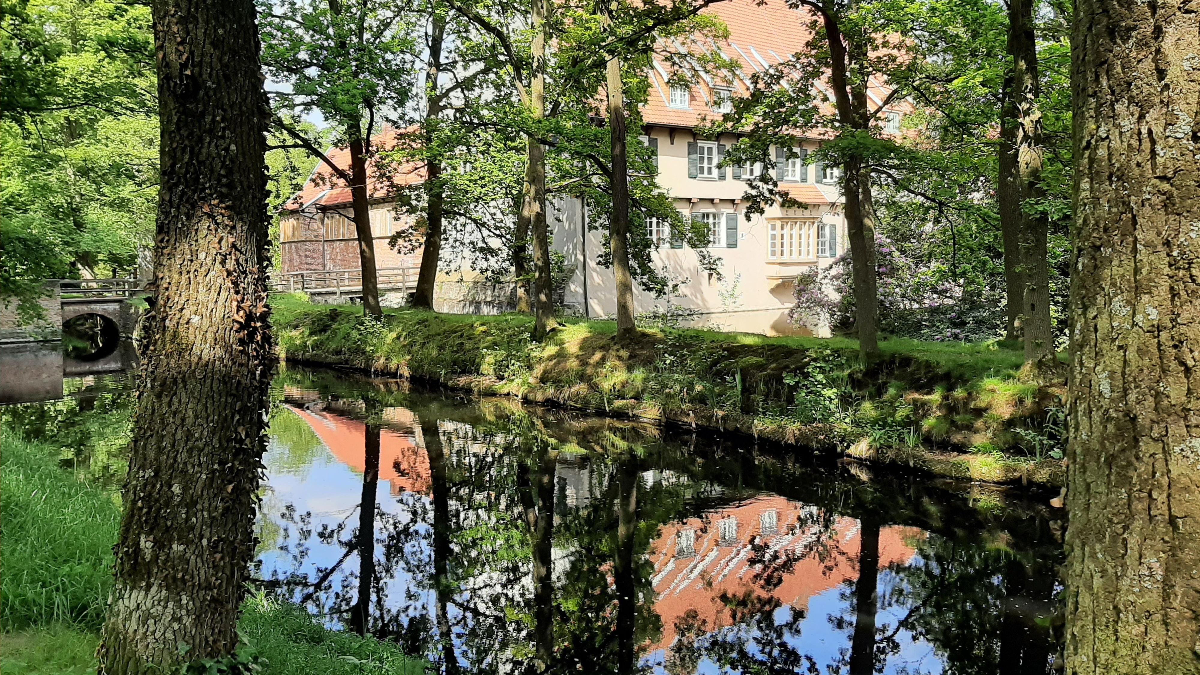 Immer einen Ausflug wert: der Dinklager Burgwald mit der Dietrichsburg als touristischem Anziehungspunkt. Foto: Böckmann