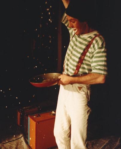 Koffertheater: Joaquino Payaso hat den Stoff für seine Geschichten immer gut verpackt. Foto: Payaso