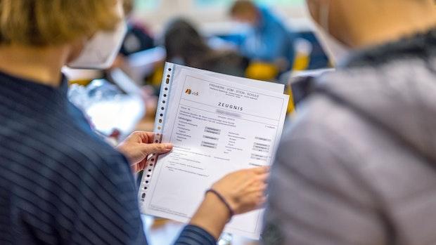 Letzter Schultag: Hotline für Fragen rund ums Zeugnis