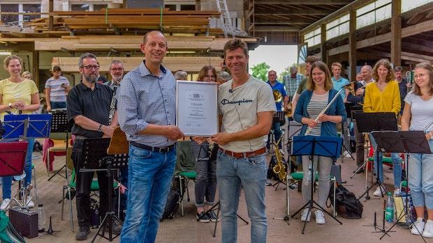 Neuenkirchener Musiker ernennen ihren Dirigenten zum neuen Musikdirektor