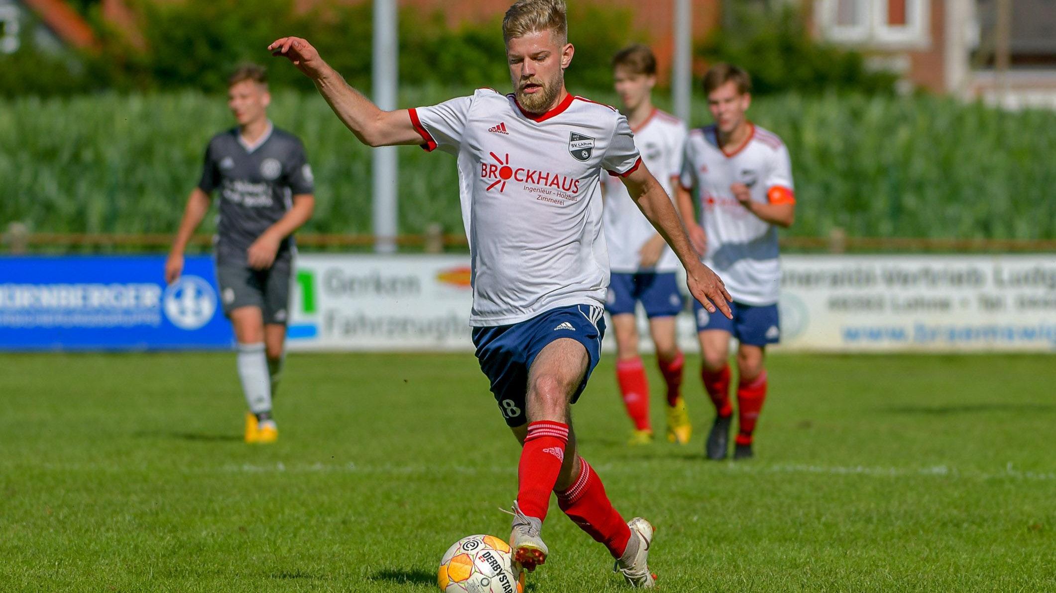Vorwärts Richtung Gemeindepokal: Der Carumer Neuzugang Denis Boschmann im Testspiel gegen Holdorf II. Foto: Wenzel