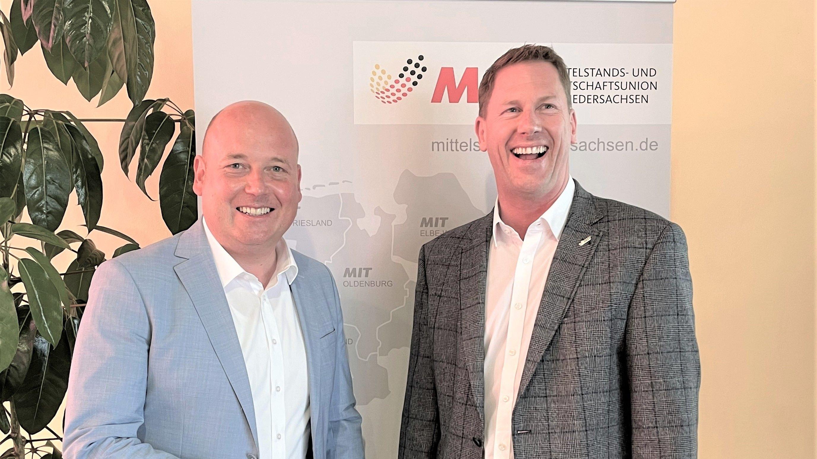 Der neue Vorsitzende im MIT-Landesverband Niedersachsen ist Holger Bormann (links). Einer seiner Stellvertreter ist der Friesoyther Alexander Prox. Foto: Preugschat