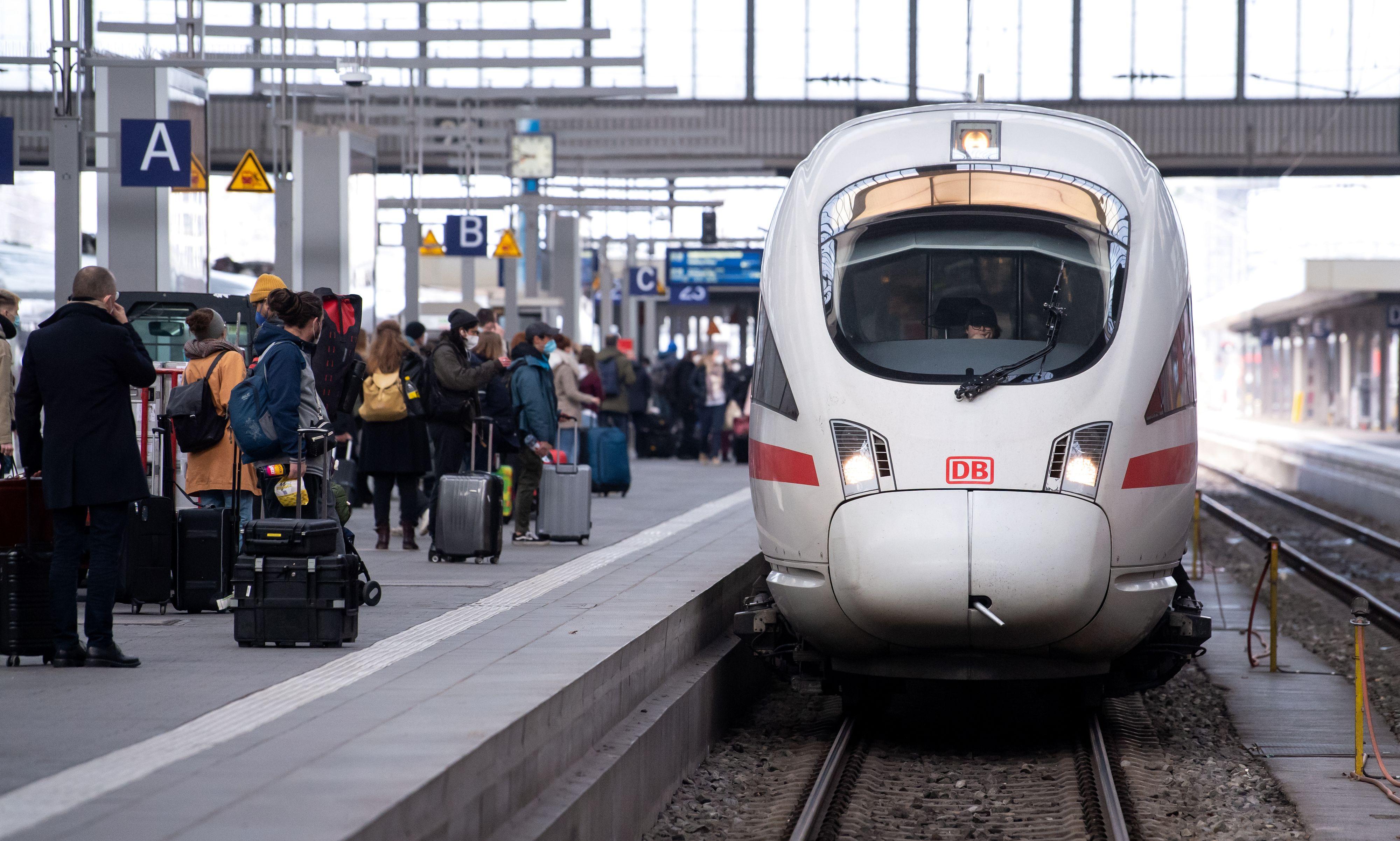 ICEs bald auch am Cloppenburger Bahnsteig? Wenn es nach Professor Dr. Lucien Olivier geht, ja. Symbolfoto: dpa
