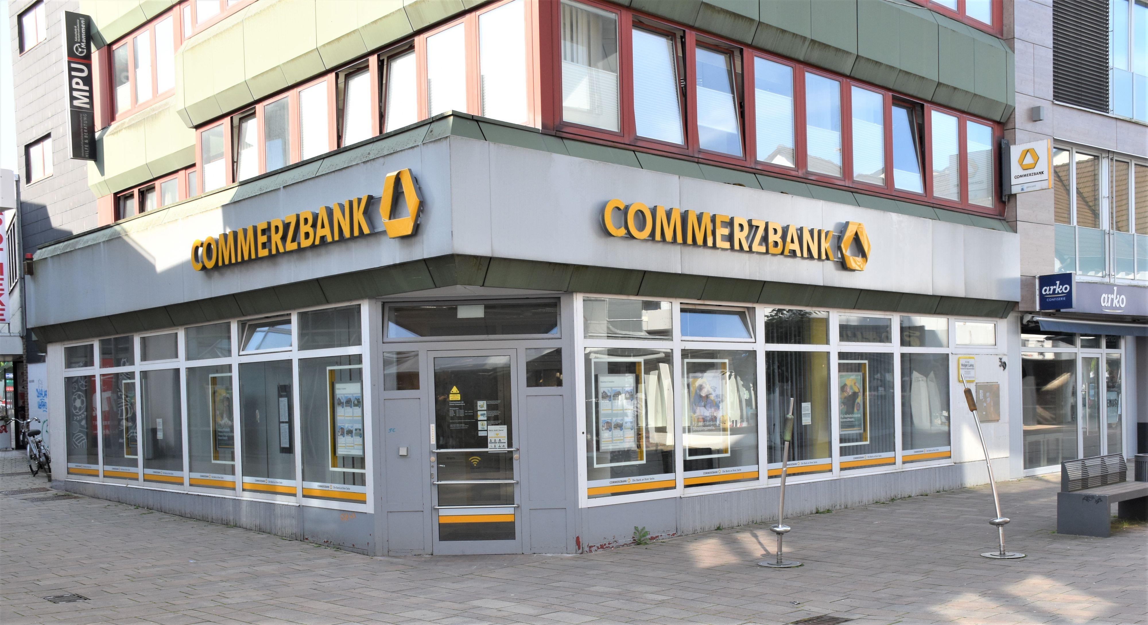 Die Commerzbank-Filiale in der Cloppenburger Fußgängerzone wird zum Ende des Jahres geschlossen. Ob die SB-Bereiche bleiben, ist noch unklar. Foto: Kühn